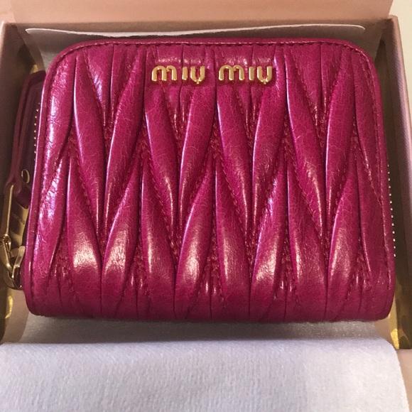 Brand New Miu Miu Matelasse Lux zip card case d18fe402c21ce